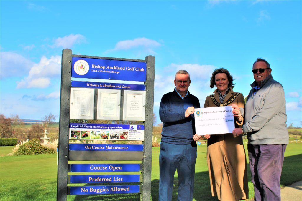 Mayor Joy Allen presenting the Community Fund grant to David Perriss (Secretary) and Andy Graham (House Chair); Photography by Chris Percival